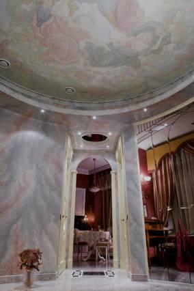 холл с фреской 2